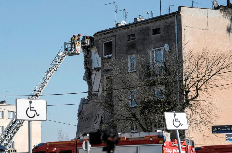 Dujų sprogimo apgriautas pastatas Poznanėje