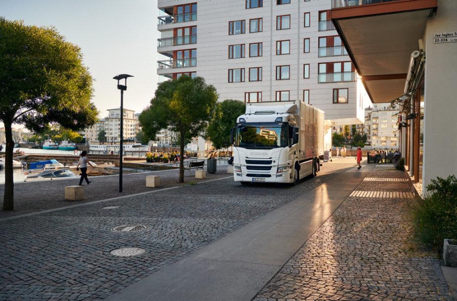 """Visiškai elektrinis """"Scania"""" sunkvežimis"""