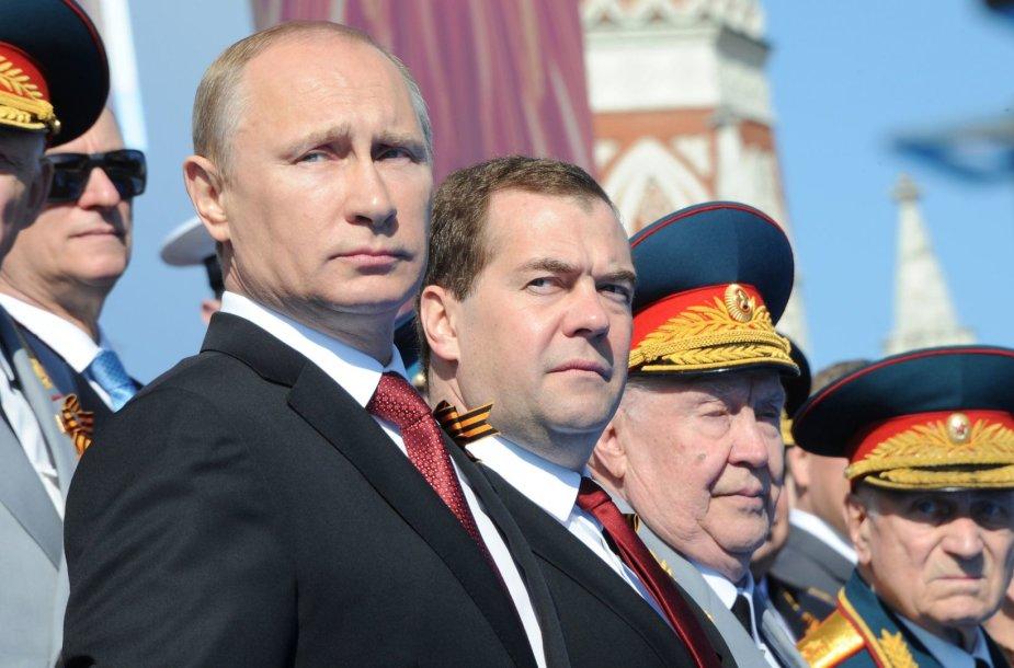 Rusijos prezidentas Vladimiras Putinas ir premejeras Dmitrijus Medvedevas