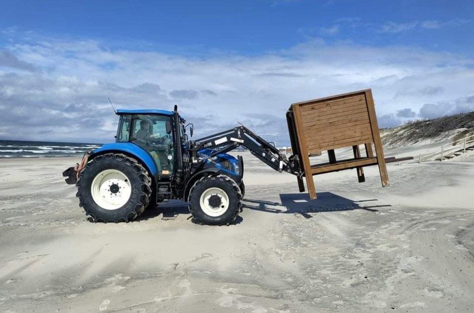 Klaipėdos paplūdimiuose darbai dar verda