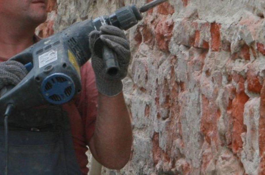 Ilgapirščiai pavogė statybos įrankių.