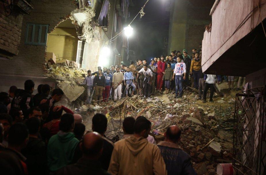 Kaire sugriuvo devynių aukštų pastatas