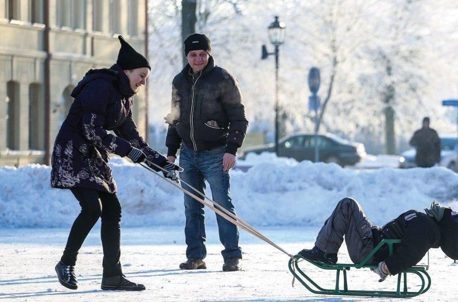 """Prof. Libertas Klimka: """"Kalėdas galime tikėtis matyti baltas. Nors šiaip kiti požymiai, tokia kaip vėjų diena, rodo, kad žiema gali būti permaininga."""""""