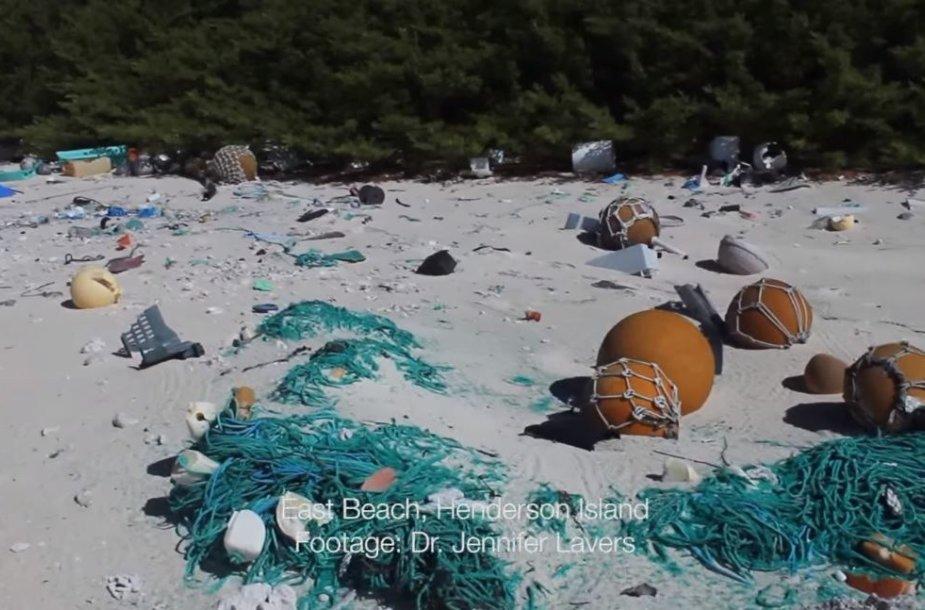 Šiukšlynas negyvenamoje Hendersono saloje