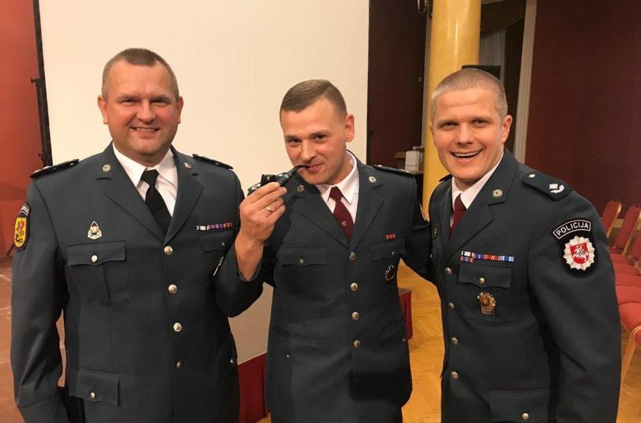 Metų sekliu paskelbtas Marijampolės kriminalistas Donatas Merkevičius (viduryje)