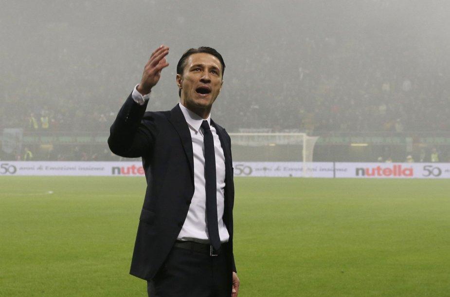 Kroatų treneris Niko Kovačas ramina sirgalius