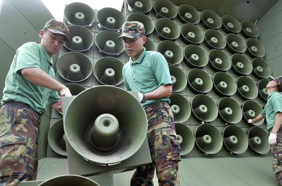 PIrmadienį Pietų Korėja nutraukė propagandos transliavimą per garsiakalbius pasienyje su Šiaurės Korėja