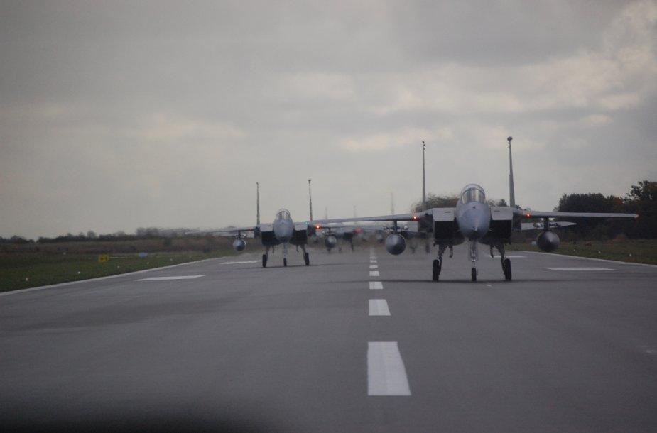 JAV naikintuvai Šiauliuose