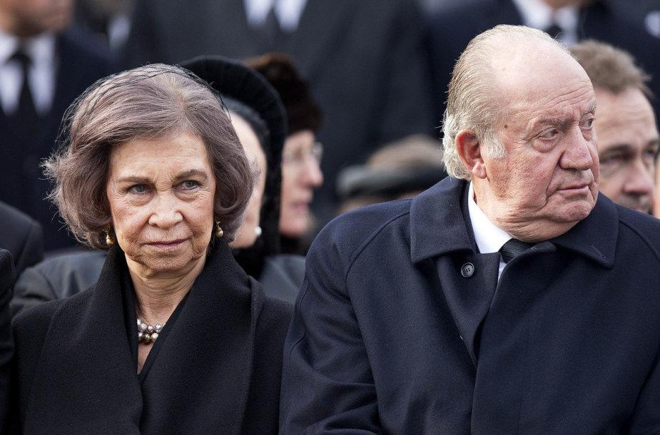 Buvęs Ispanijos karalius Juanas Carlosas I (dešinėje) su karaliene Sofia (kairėje)