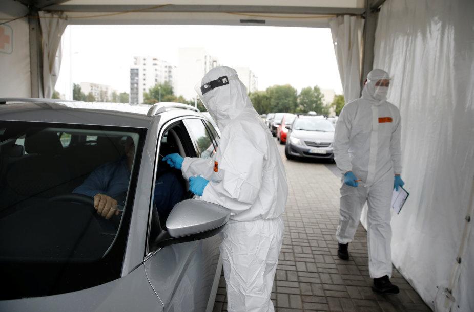 Koronaviruso patikros punktas Varšuvoje