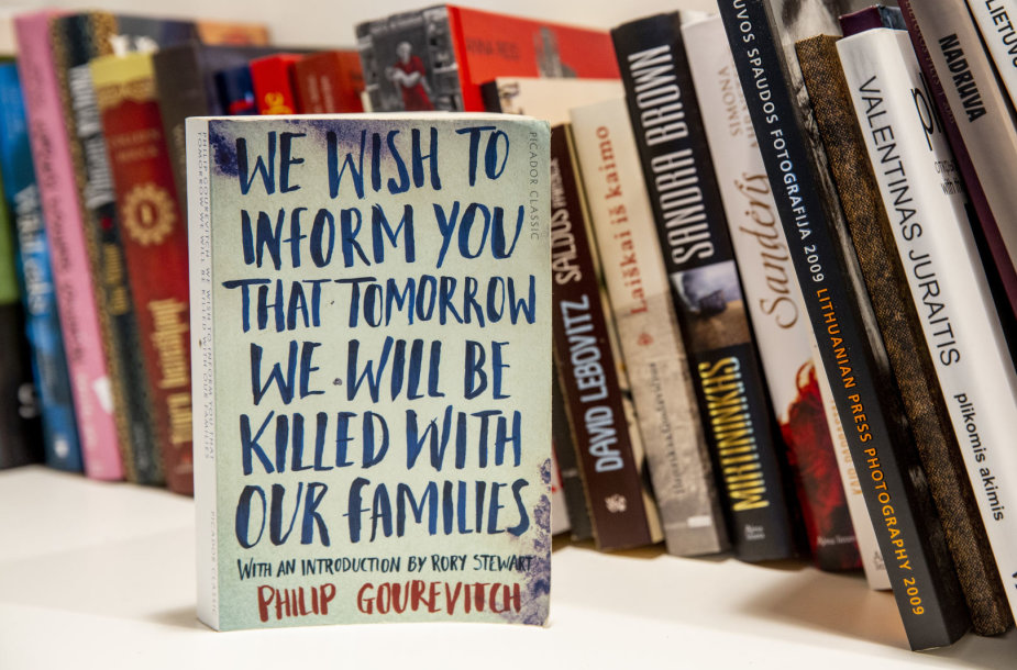 """Knyga """"Norėtumėme jus informuoti, kad rytoj būsime nužudyti su savo šeimomis"""""""