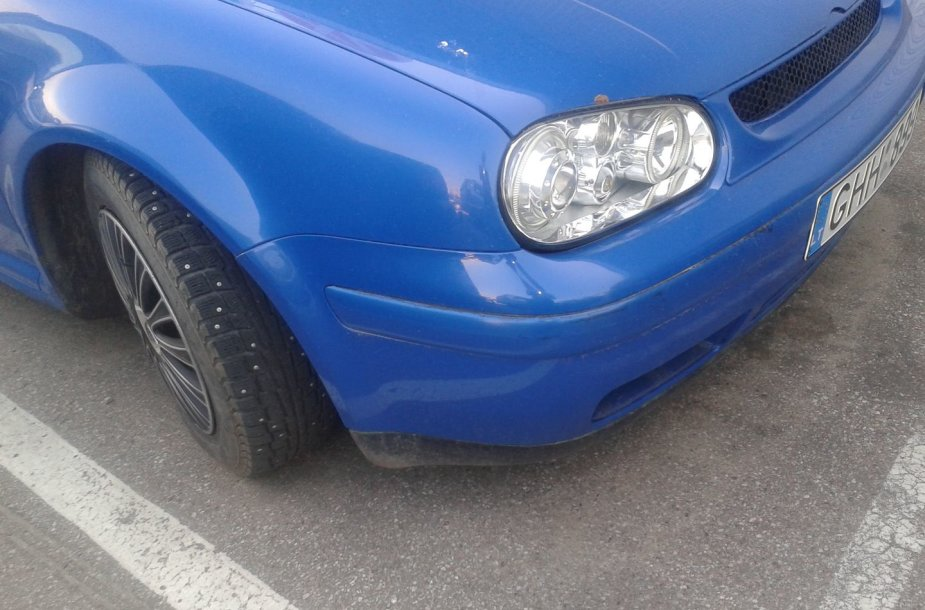 VW GOLF Kaune su dygliuotom padangom