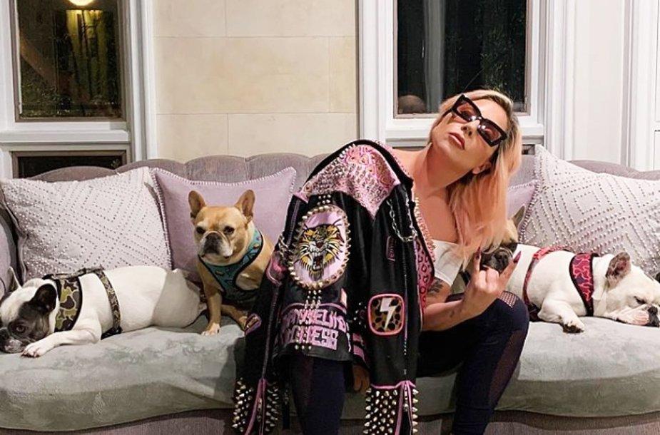 Lady Gaga su savo šunimis