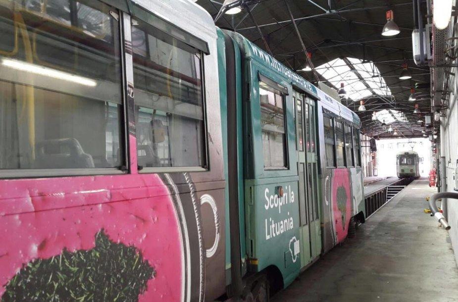 Lietuvą Italijoje reklamuoja šaltibarščių vaizdas, išpieštas ant tramvajaus