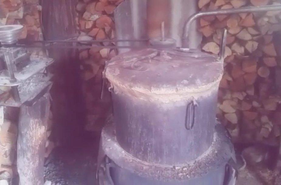 Naminukės gaminimo aparatas