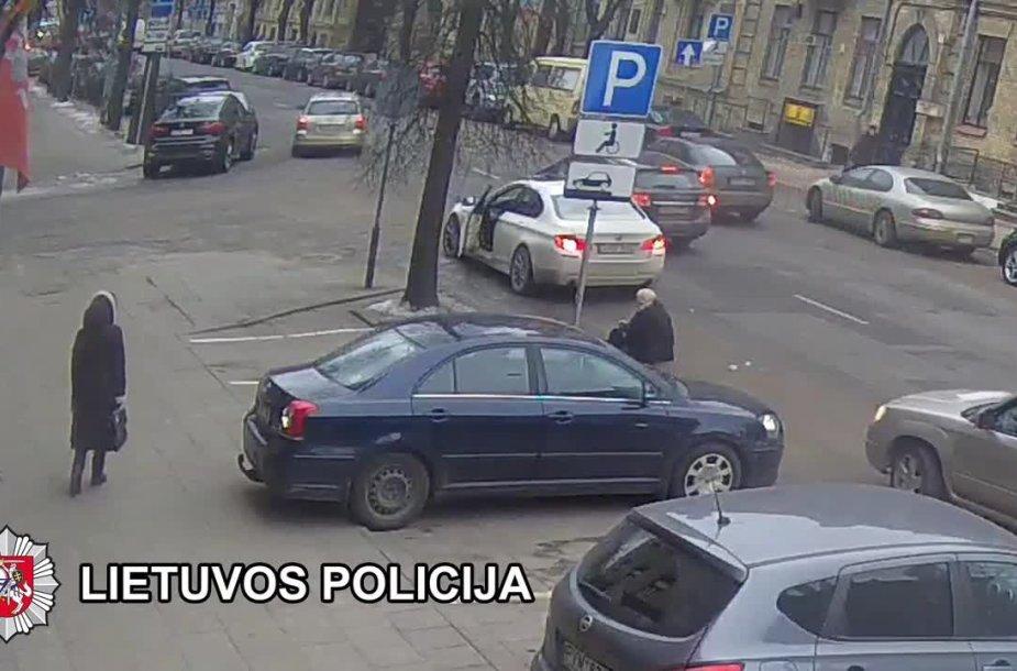vilniaus-jaksto-gatveje-neatidus-vairuotojas-partrenke-vytauta-sustauska