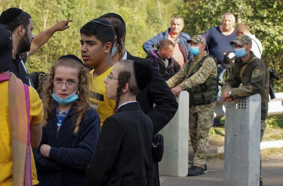 Žydų piligrimai prie sienos su Ukraina
