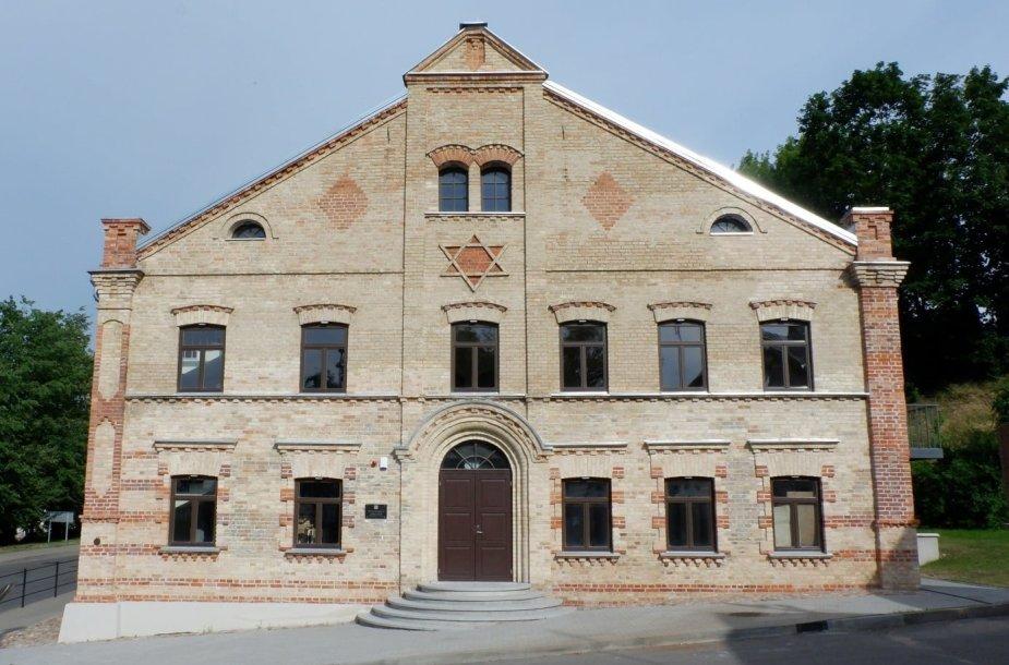 Vakarų fasadas po tvarkybos darbų