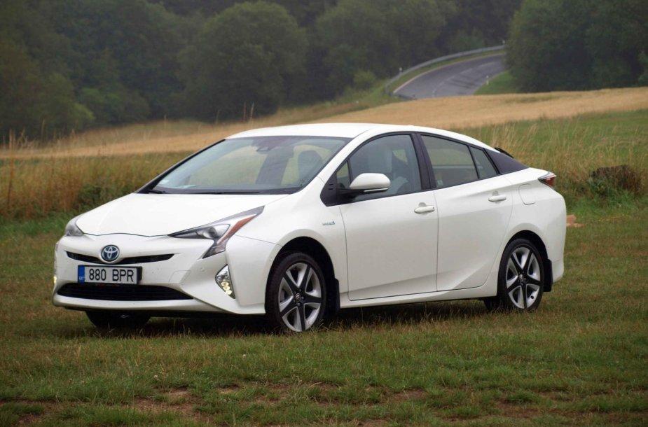 """""""Toyota Prius"""" kelionėje į Niurburgringą"""