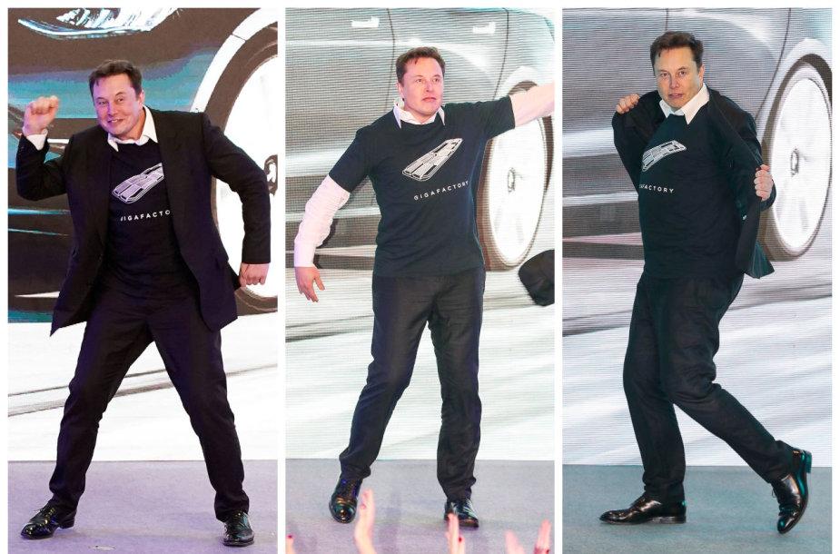 """Elonas Muskas šoka """"Tesla"""" automobilių pristatyme Šanchajuje"""