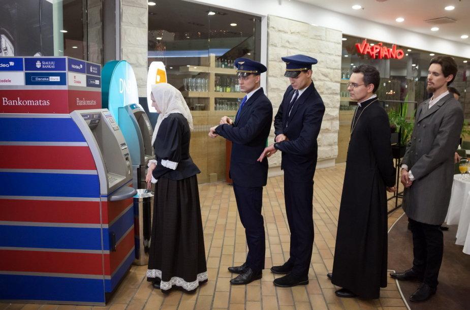 Europos aikštėje su litu atsisveikino  ir  Julija Žemaitė, Darius su Girėnu, Vincas Kudirka, Maironis