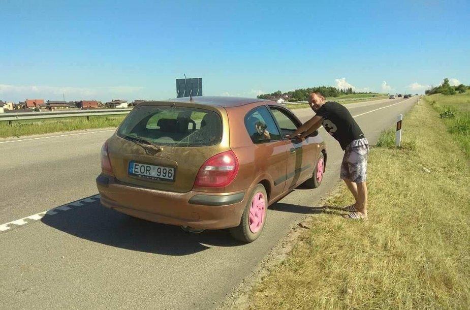 Išgertuves prie vairo tiesiogiai transliavęs kelių erelis vėl įkliuvo policijai