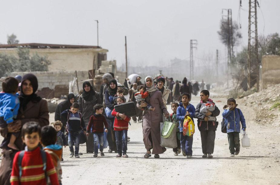 Civiliai palieka Rytų Gutą.