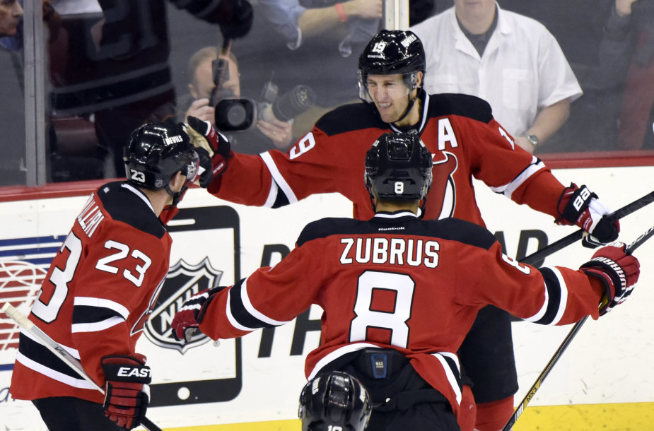 Dainius Zubrus su komandos draugais