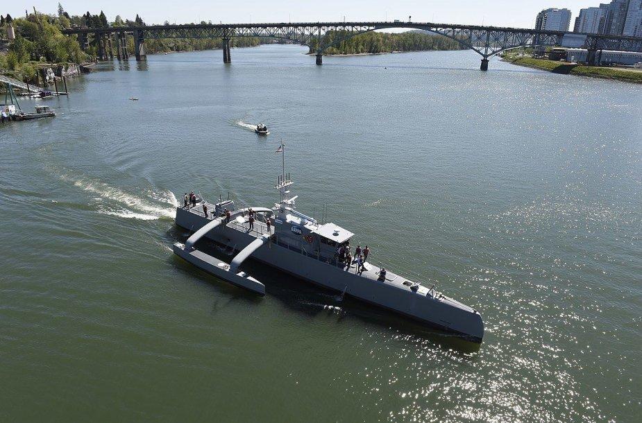"""""""Sea Hunter"""" - kol kas pažangiausias karinio laivo be įgulos prototipas pasaulyje."""