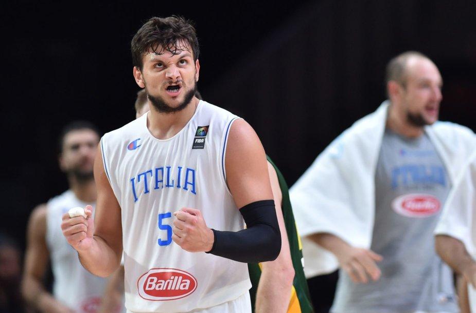 Alessandro Gentile yra žaidęs ne vieną mačą su Lietuvos krepšinio rinktine.