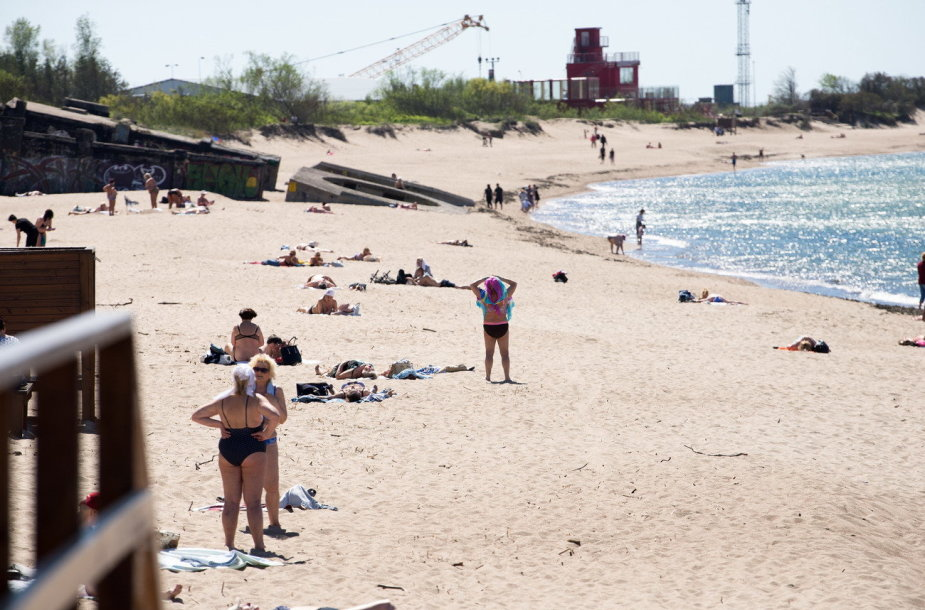 Poilsiautojai Klaipėdos paplūdimiuose