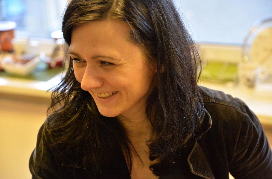 Kaunietė Indrė Gaučienė kartu su bendramintėmis organizuoja siuvimo pamokas.