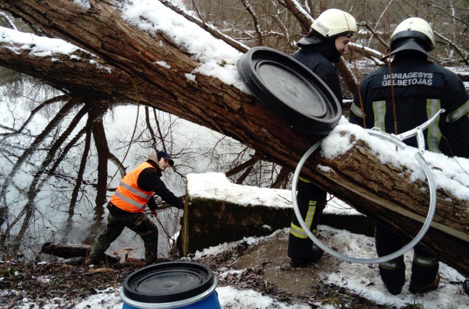 Neries pakrantėje surinkta 250 litrų teršalų