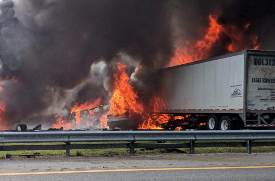 Didžiulė avarija viename Floridos greitkelyje