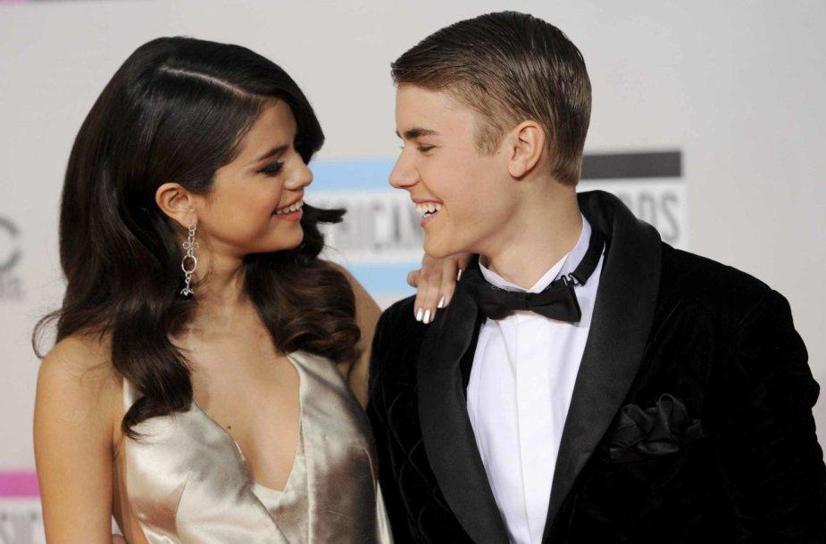 Justinas Bieberis ir Selena Gomez (2011 m.)