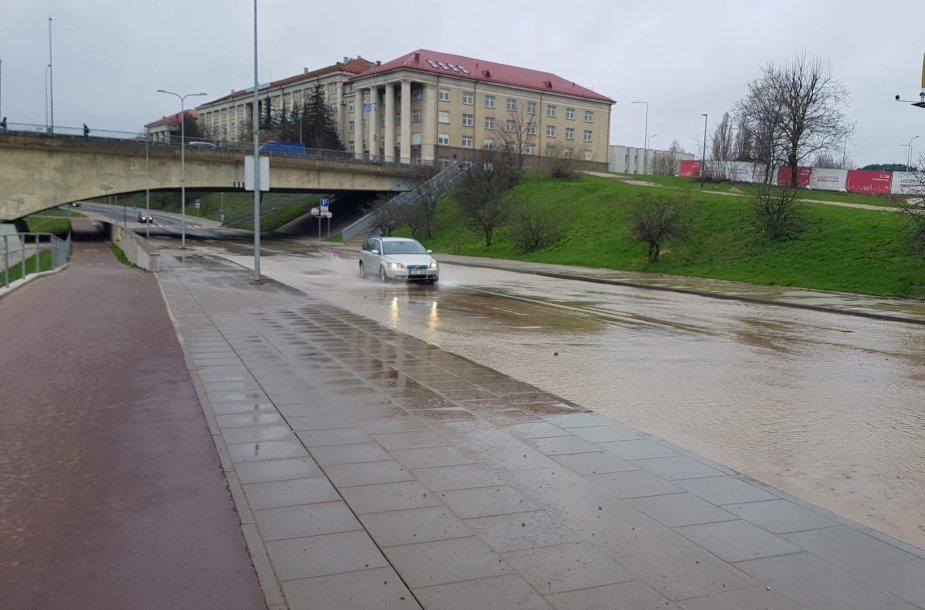 Vilnius, patvinusi Upės gatvė