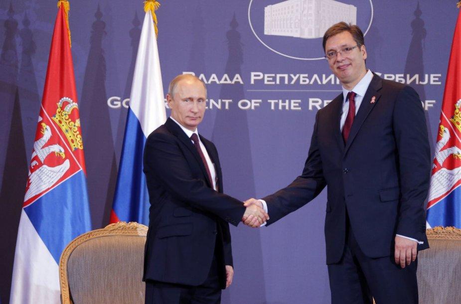 Vladimiras Putinas su Serbijos premjeru Aleksandaru Vuciciumi