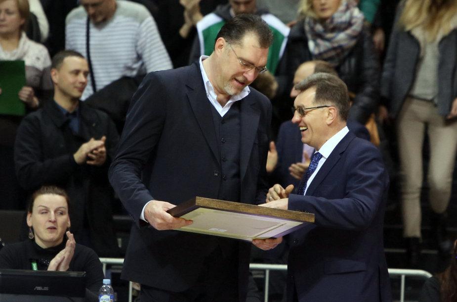 Arvydą Sabonį sveikina Algirdas Butkevičius