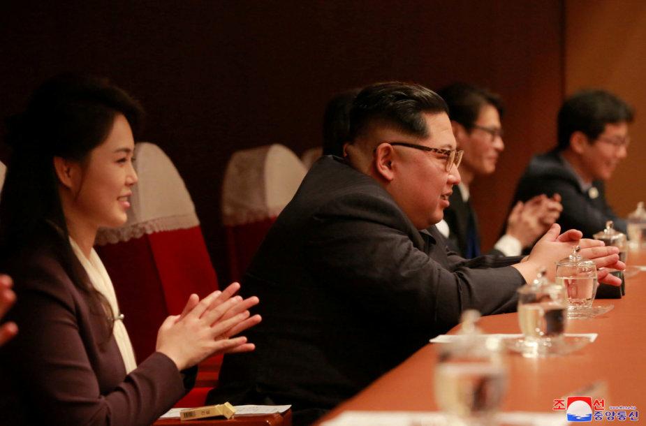 Kim Jong Unas su žmona Ri Sol Ju