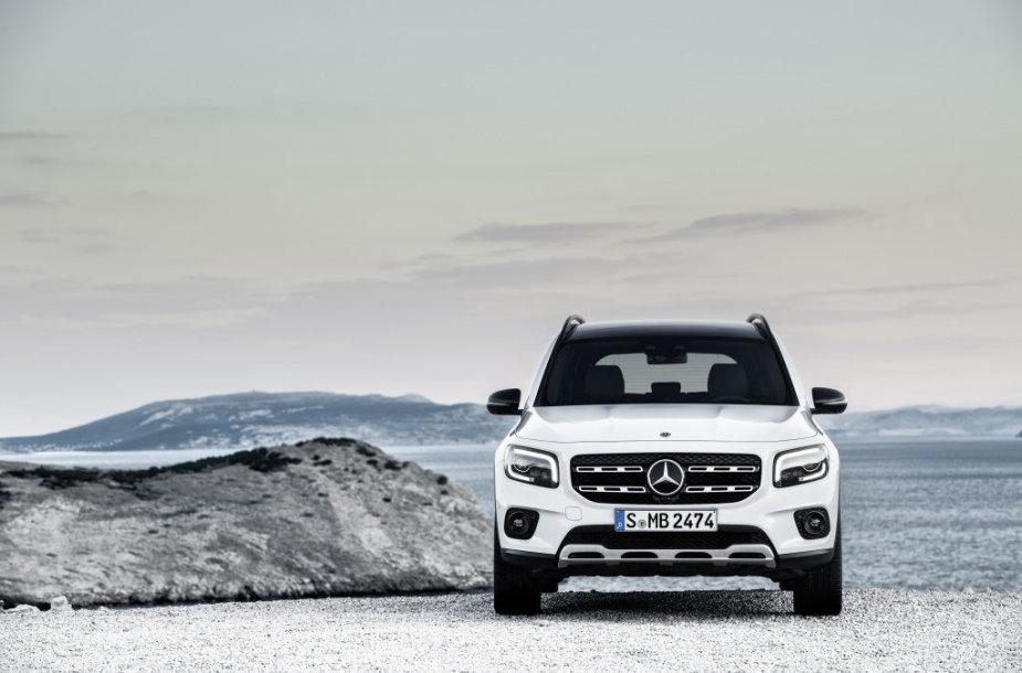 """Naujas """"Mercedes-Benz GLB"""": kompaktinis SUV, kuriame telpa 7 žmonės"""