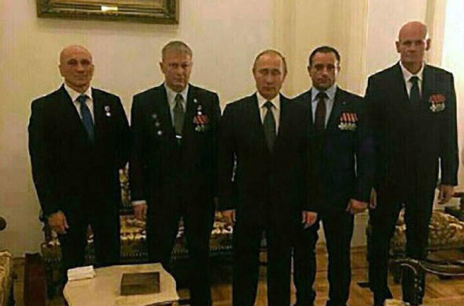 """V.Putinas Kremliuje su """"Wagner"""" atstovais"""