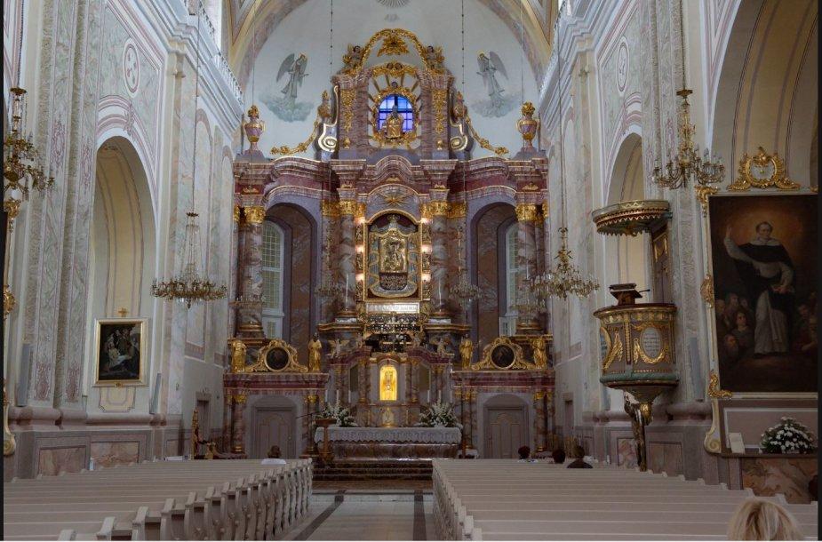 Agluonos bažnyčios altorius