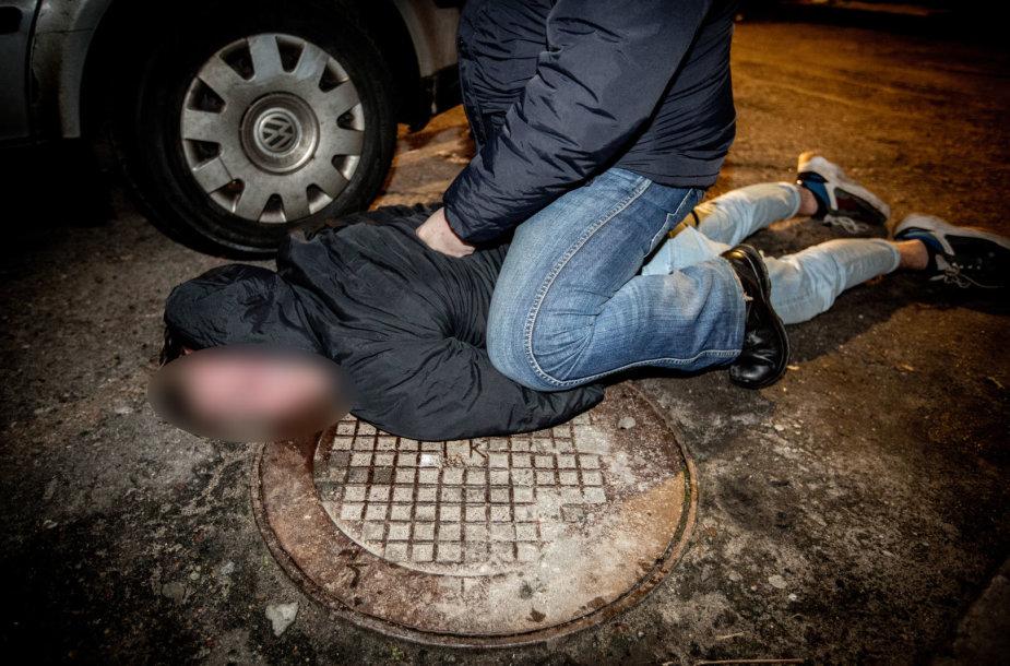 """Policijos pareigūnai per specialią operaciją su narkotikais sulaikė sostinės klubo """"Selfiecide bar""""  lankytojus"""