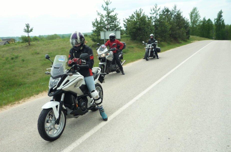 Mototurizmo sprinto akimirka