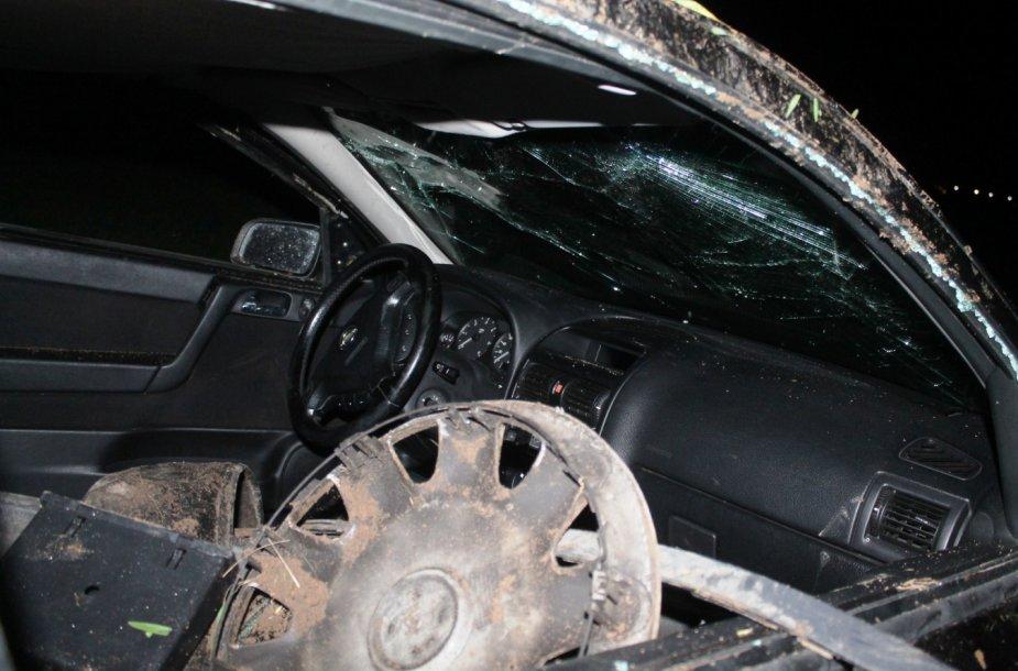 """Panevėžio rajone apsivertė """"Opel Astra"""""""