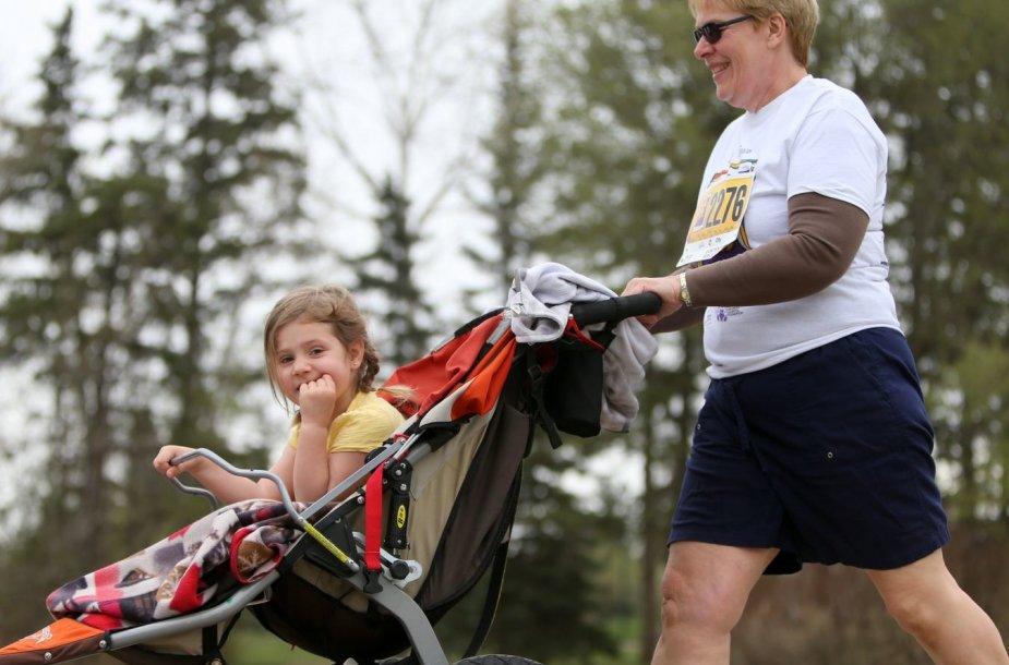 Sportuoti galima ir su mažais vaikais