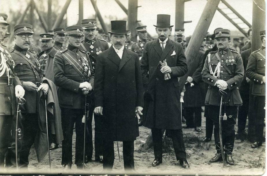 Prezidentas Antanas Smetona su karininkais 1929 m.