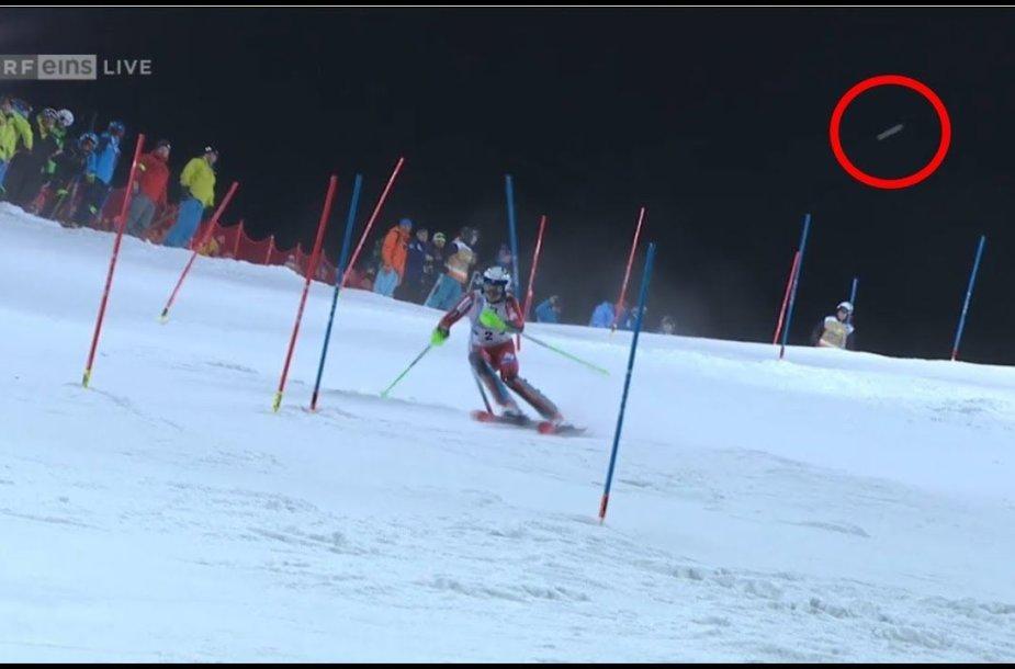 norvegijos-slidininkas-apmetytas-gniuztemis