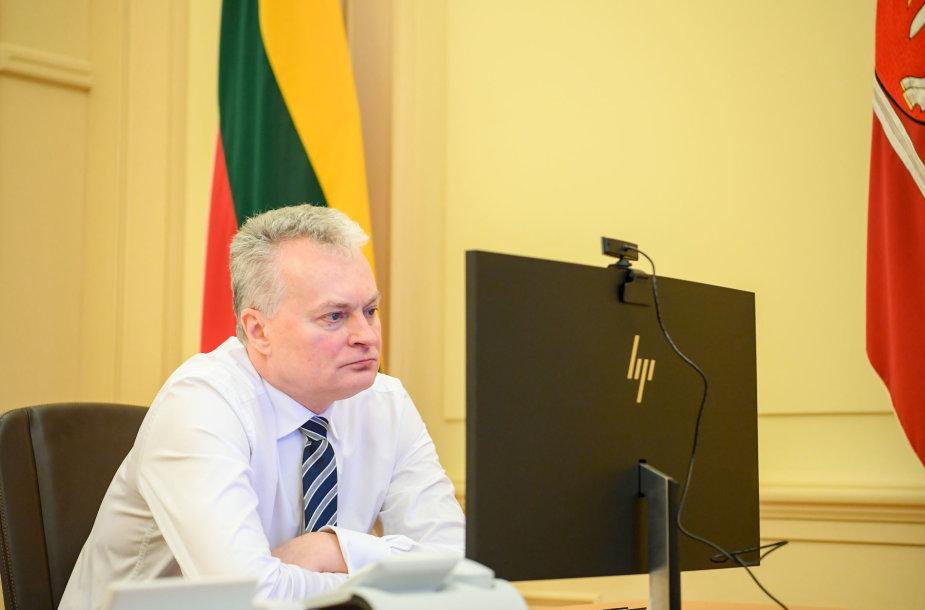 Prezidentas telefonu bendrauja su Ministru Pirmininku Sauliumi Skverneliu