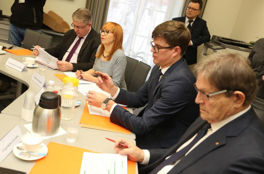 Švietimo ir mokslo ministerijoje susitinka profsąjungų vadovai ir ministrė